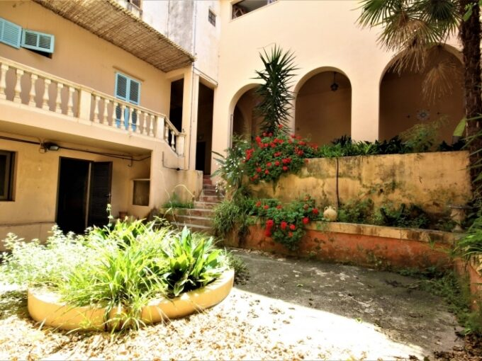Manor house with approved renovation project for sale in Arta, Mallorca
