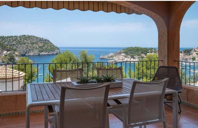 outstanding apartment with sea view for sale in Port Soller