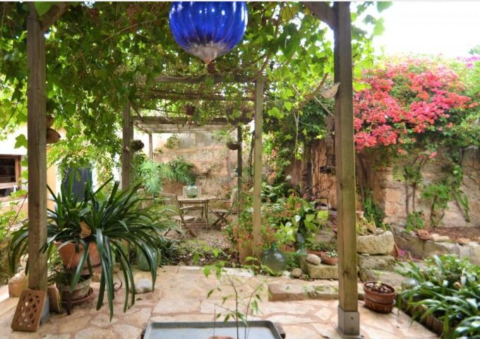 nice village house with garden for sale in Llubi