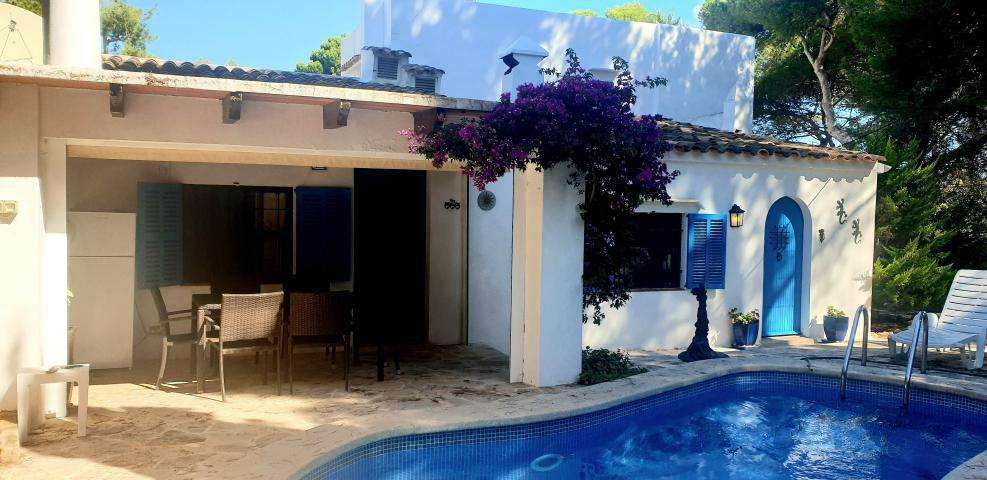 Furnished Villa in a quiet residential area for sale in Cala D'or