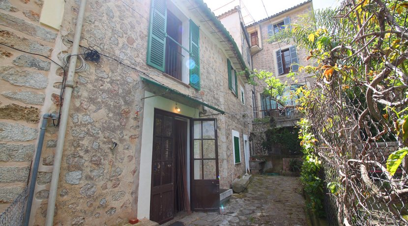 Nice Mallorcan village house for sale in Sóller, Mallorca