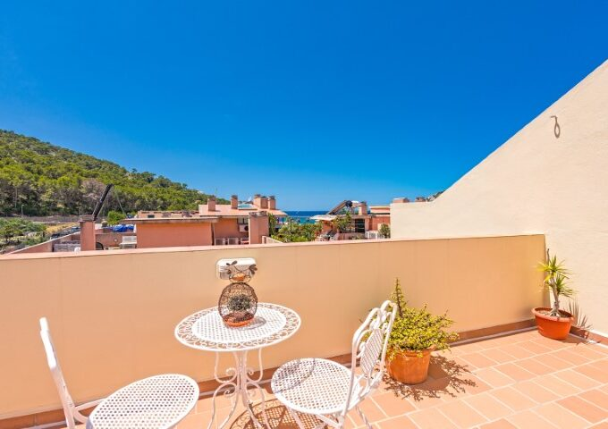 Bright penthouse with roof terrace for sale in Port Andratx, Mallorca