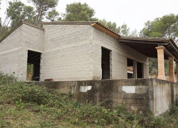 under construction house for sale in Arta