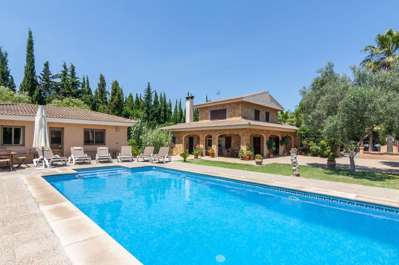 Villa with tourist holiday license for sale in Sa Pobla, Mallorca