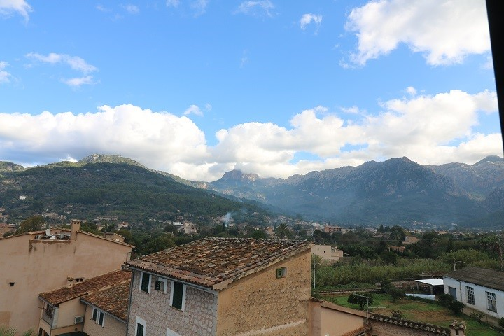 Bright and spacious apartment with a terrace for sale in Soller