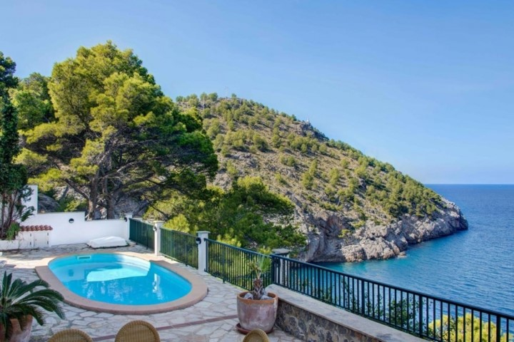 Family house for sale located in the first line to the sea in Port de Sóller