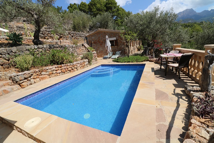 Wonderful stone house for sale located in the outskirts of Sóller