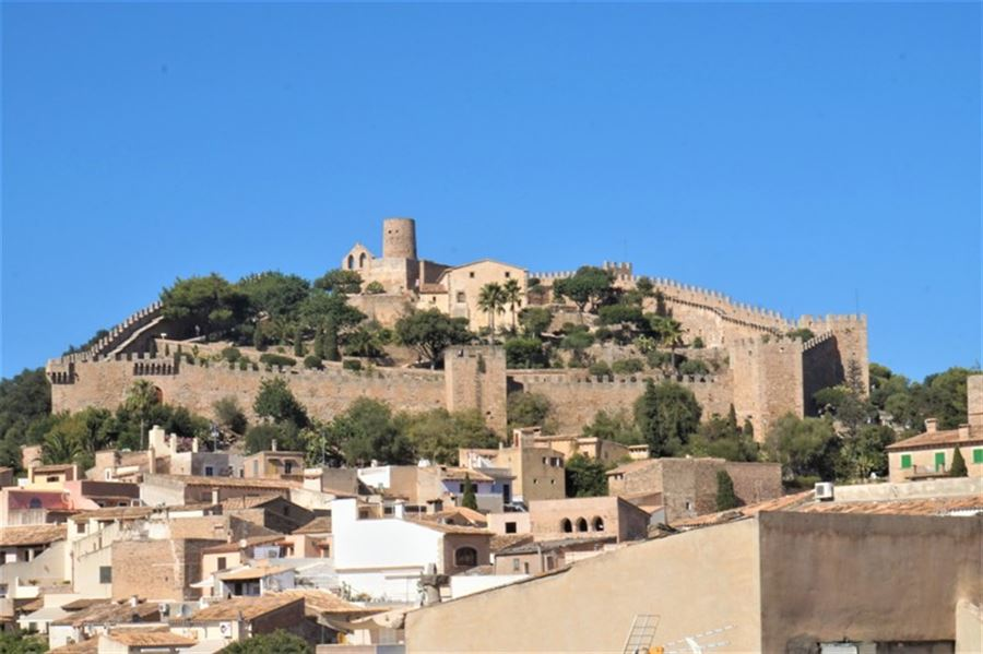 Old townhouse in the heart of the village for sale in Capdepera, Mallorca