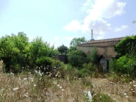Country house with stables to reform on a large plot with wonderful views for sale between S'Horta and Es Carritxo