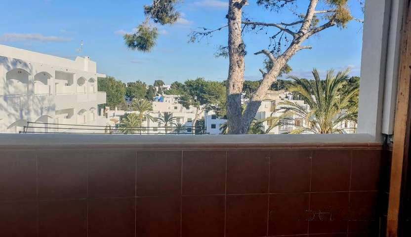 Great second floor furnished apartment for sale in the centre of Cala D'Or