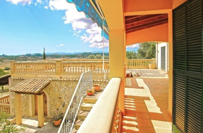 Mallorquin Finca with guest apartment for sale in Lloret de Vista Alegre