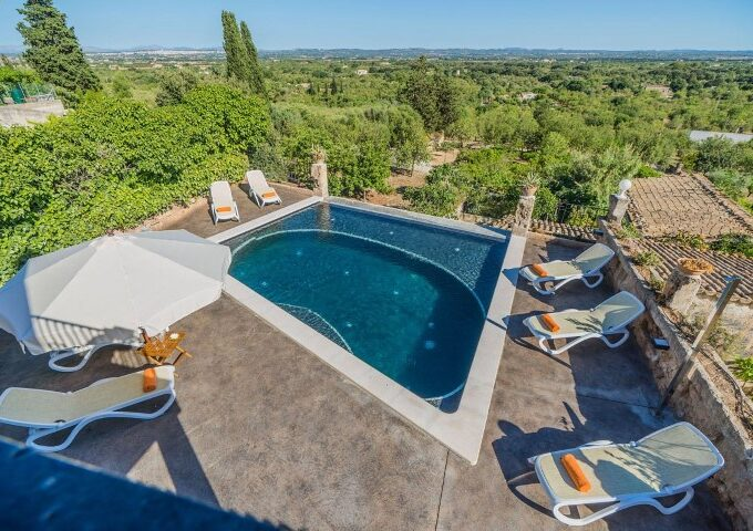 Sunny villa with holiday license for sale in Buger, Mallorca