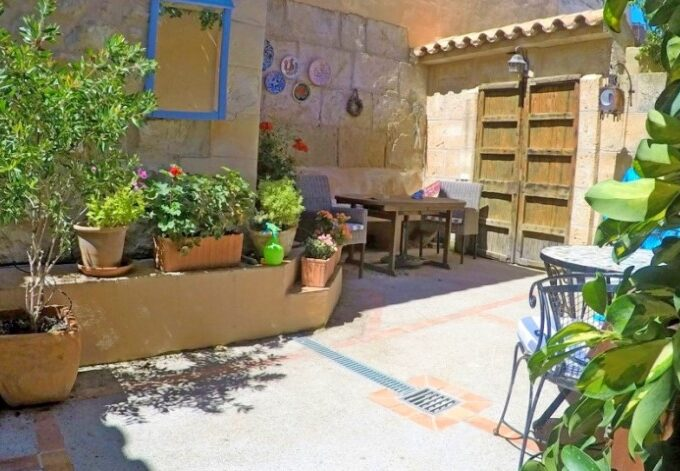 Original village house with patio for sale in Andratx, Mallorca