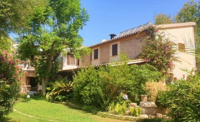 Traditional villa with pool for sale in S'Arraco, Andratx