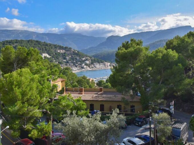 Second-floor apartment with sea view for sale in Puerto de Soller