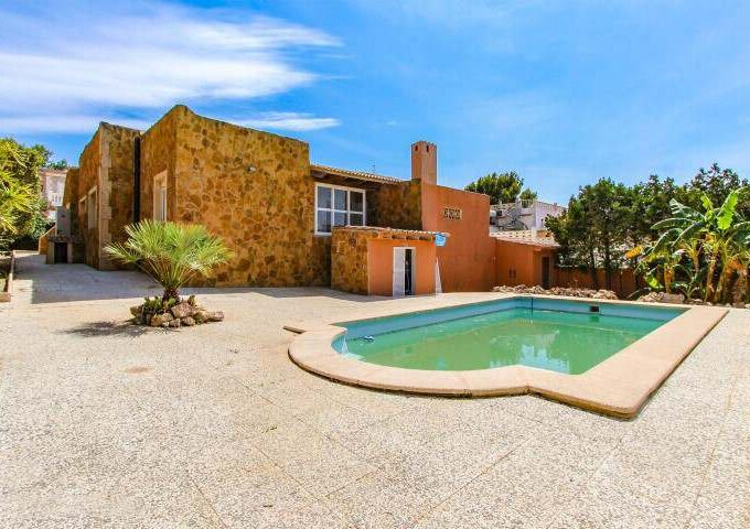 Vacation villa with pool and partial seaview for sale in Badia Gran