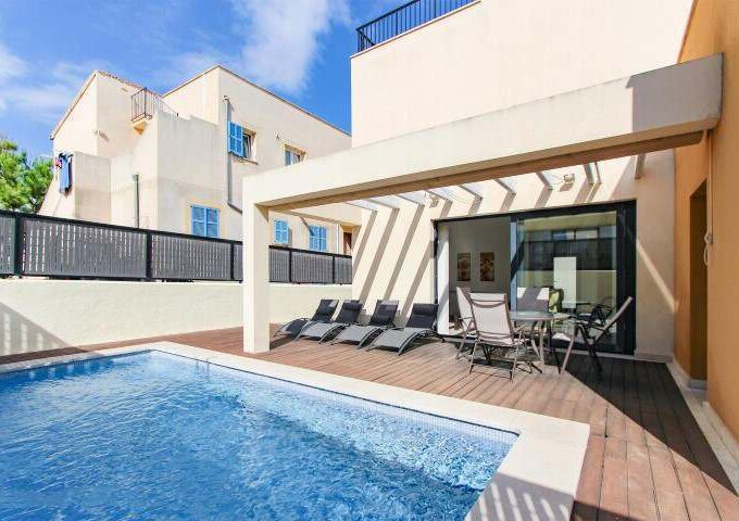 Charming villa with holiday license for sale in Colonia de Sant Pere