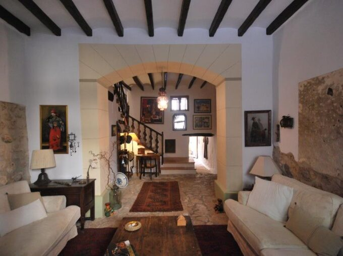 Original townhouse recently renovated for sale in Fornalutx