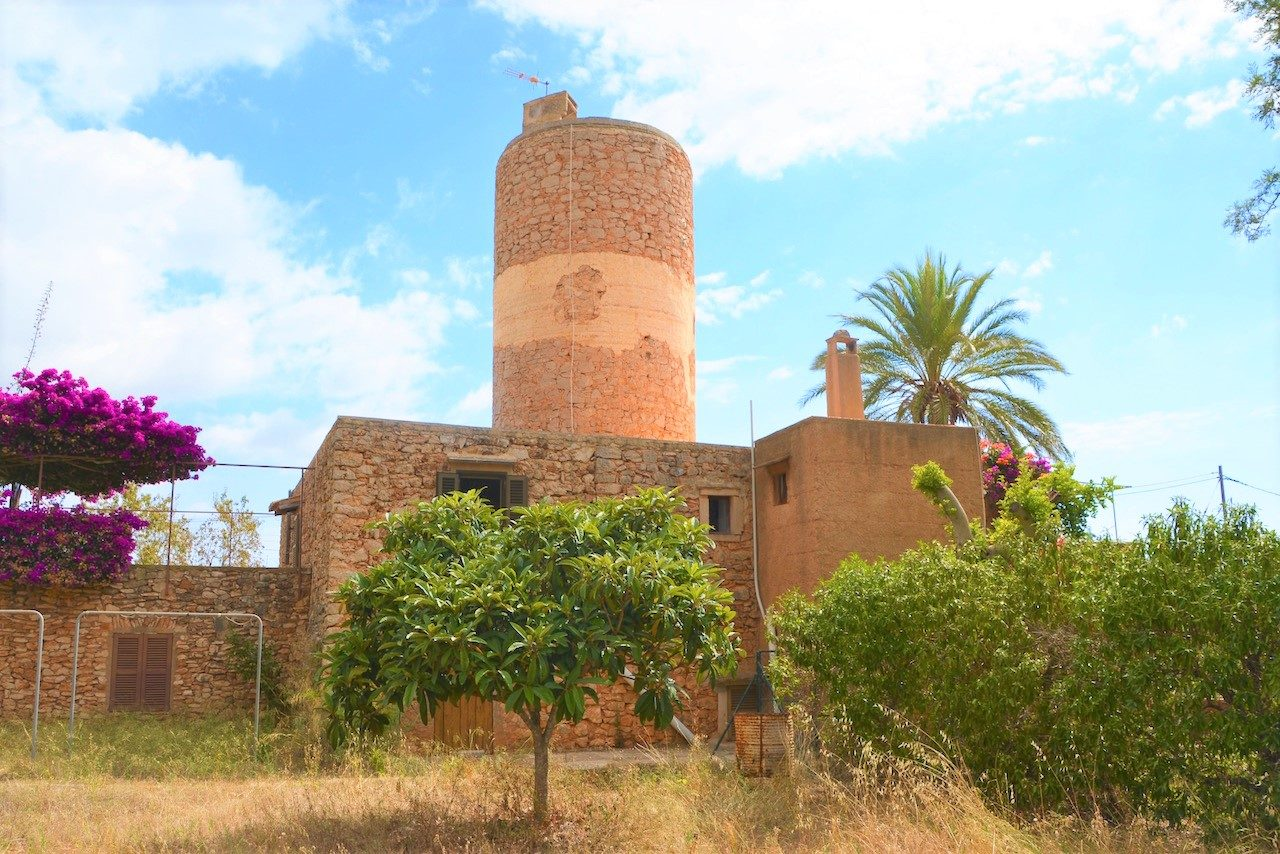 Traditional Mill in quiet location for sale in S'Horta, Felanitx