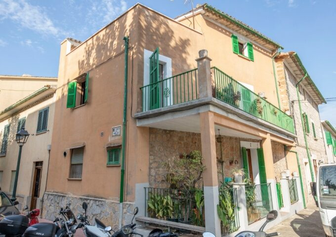 Village house on three floors with terraces for sale in Soller