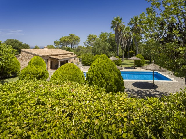 Mallorqui style country house with rental license for sale in Sineu