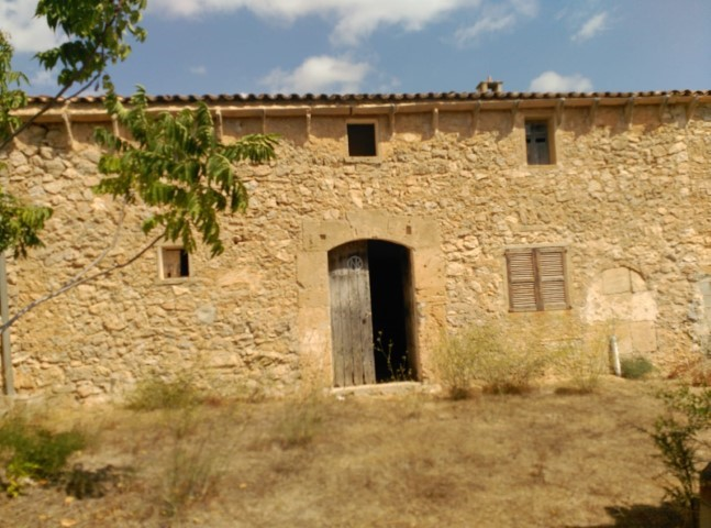 Fully legal Rustic property on a lage plot for sale to to reform in Arta