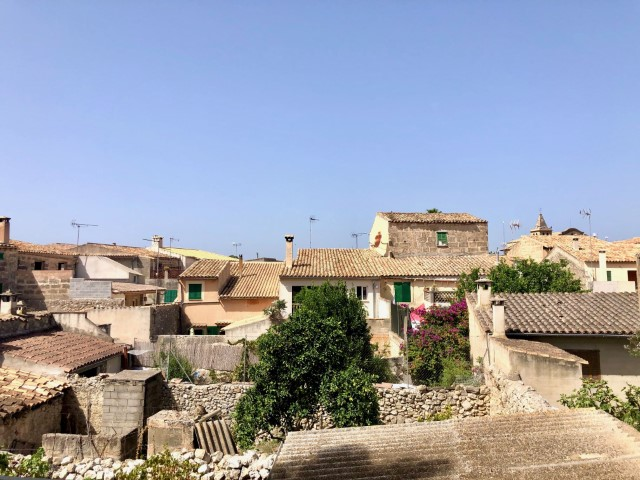 House to reform with a courtyard with lots of potential for sale in Sant Joan