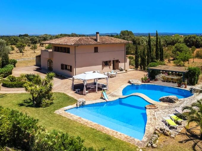 Nice farmhouse on large plot for sale in Binissalem, Mallorca