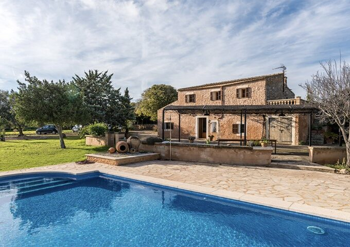 Investment country house with tourist license for sale in Calas de Mallorca