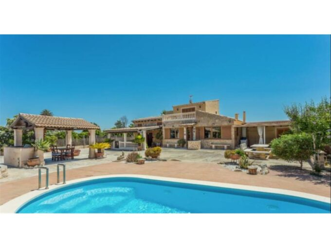 Rustic villa with holiday license for sale in Selva,Mallorca
