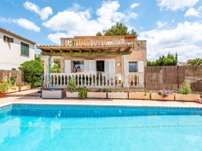 Seafront villa with pool for sale in Colonia de Sant Pere