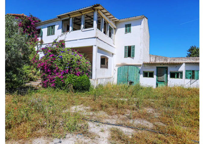 Farmhouse to renovate on a large plot for sale in Binissalem