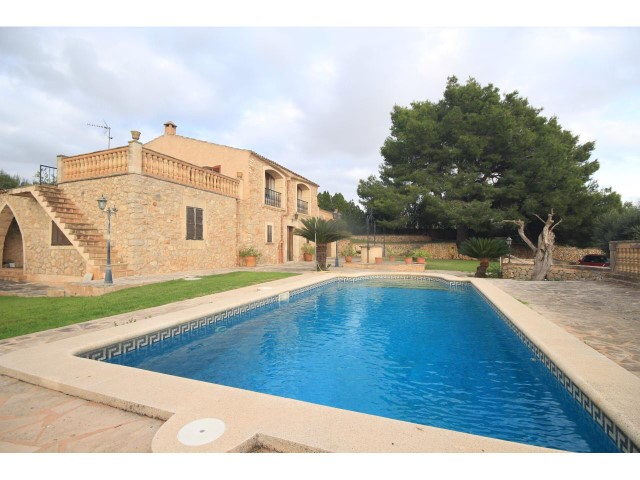Traditional stone villa from the previous century for sale in Villafranca
