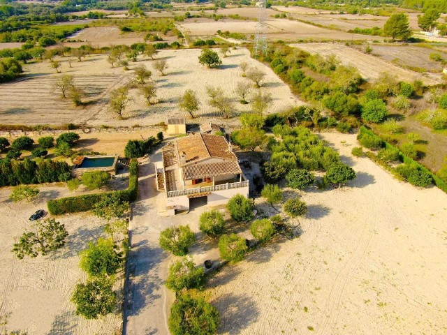 Rustic finca with a beautiful villa for sale close to the town of Petra