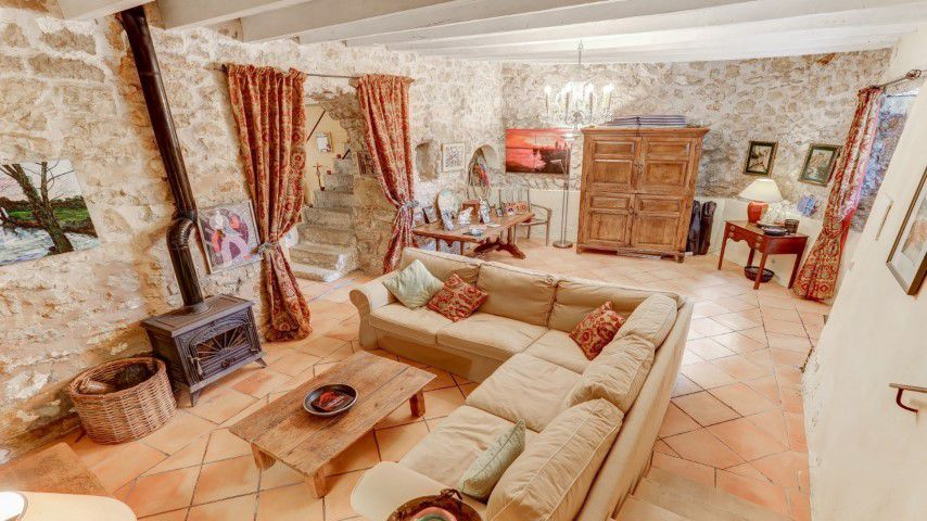 Rustic town house with patio and basement for sale in Biniamar, Mallorca
