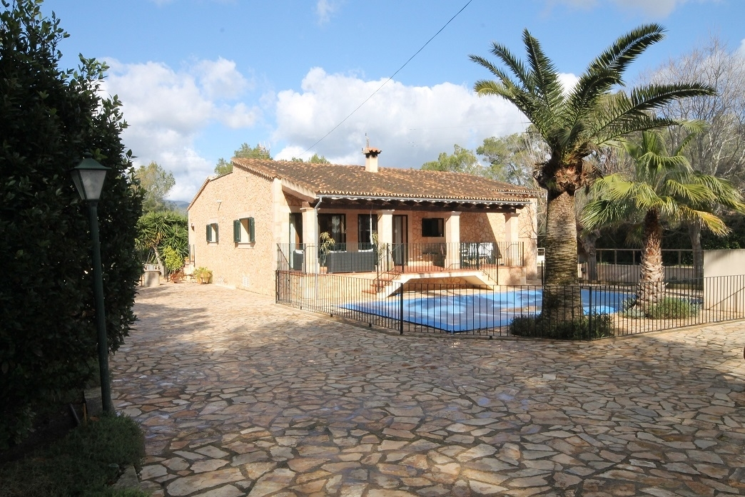 Four bedroom country home with stables and riding track for sale in Santa Maria