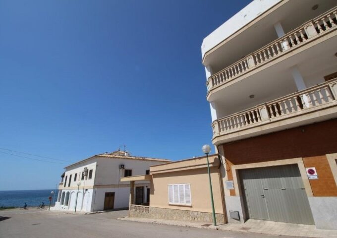 Bright apartment with direct sea views for sale in Sa Rapita