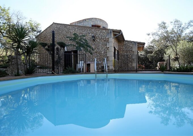 Completely legal Finca with holiday rental license for sale in Son Carrio