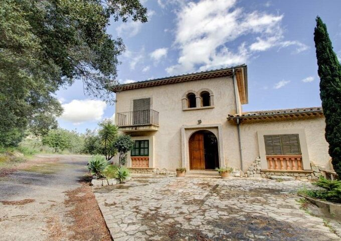 Country villa with spectacular views for sale in Campanet
