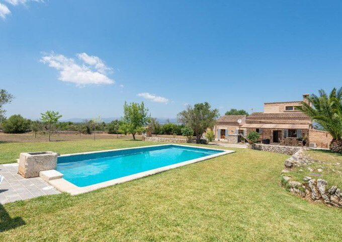 Country house with holiday rental license for sale in Llubí, Mallorca