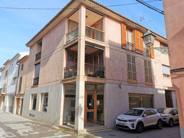 Top floor apartment for sale in the historical Pollensa town