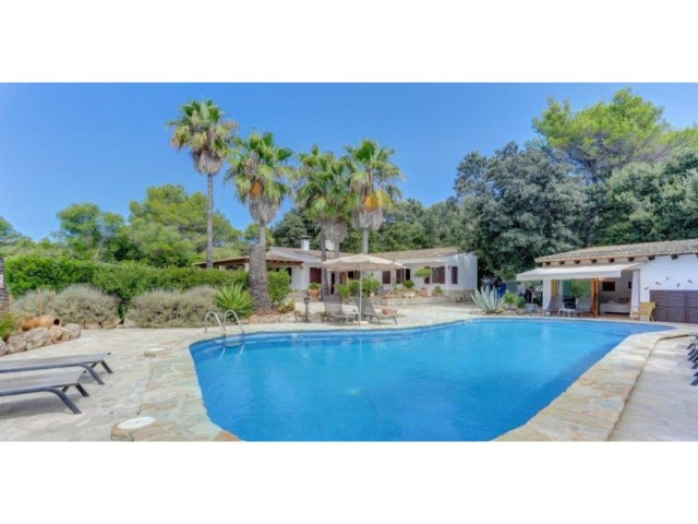 Investment property with pool and garden for sale in Pollensa
