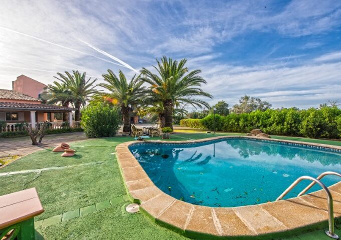 Well cared villa 'all legal' with cedula for sale in Llucmajor
