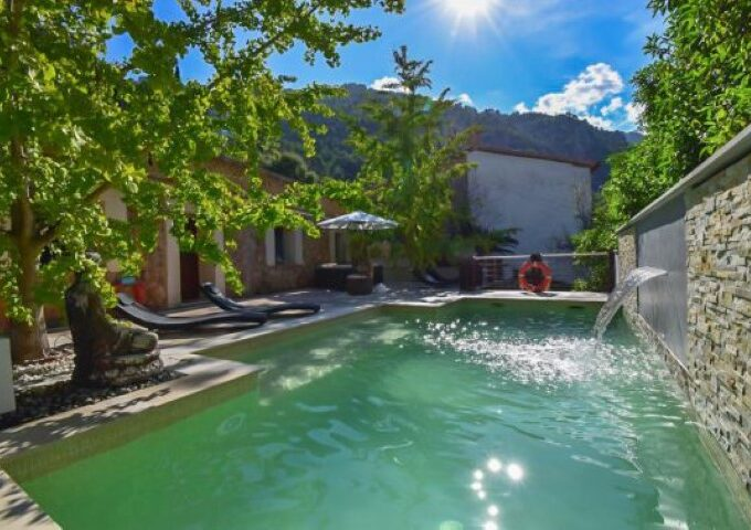 Traditional home with holiday rental license for sale in Soller