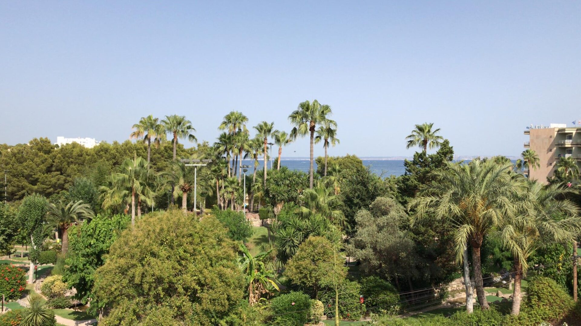 Sea View apartment for sale with views to the beach and sea in Palmanova
