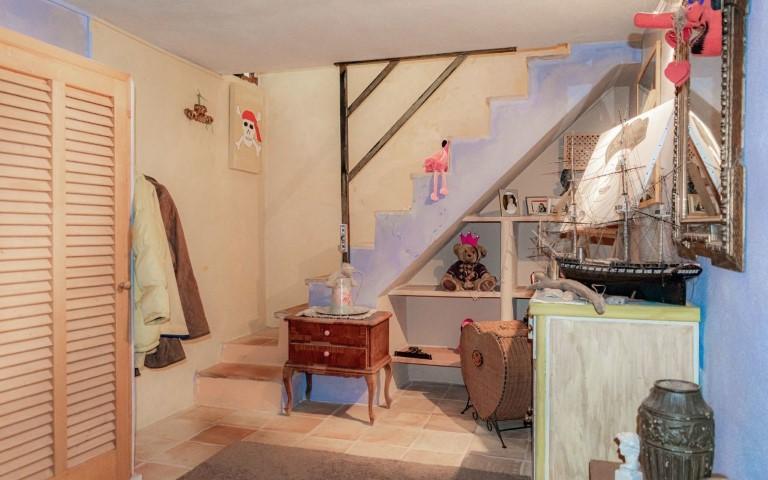 immobilie21818-treppe-zum-souterrain-g-1280x800