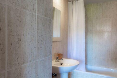 immobilie22316-2-badezimmer-mit-duschwanne-g-1280x800