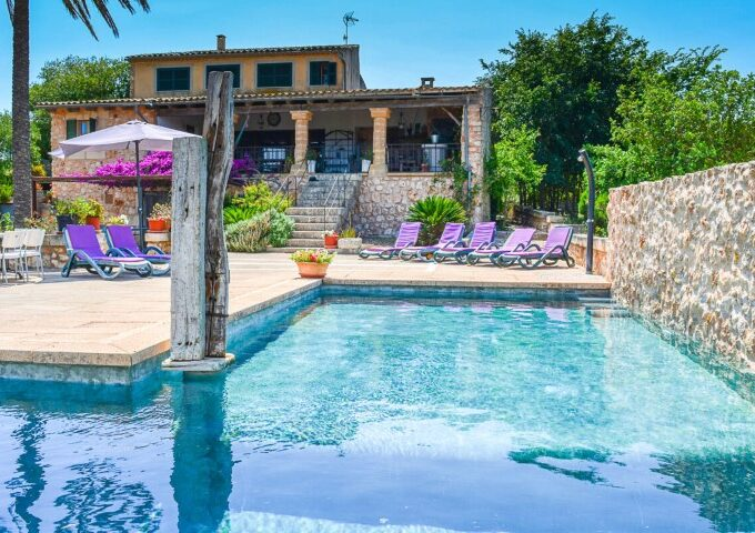 Stone facade Finca with holiday license for sale in Manacor