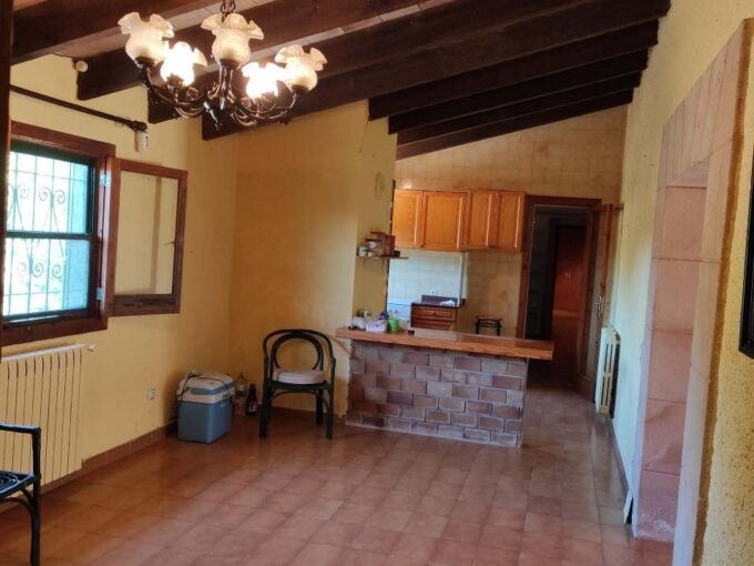 Typical country house on large plot for sale in Son Carrio