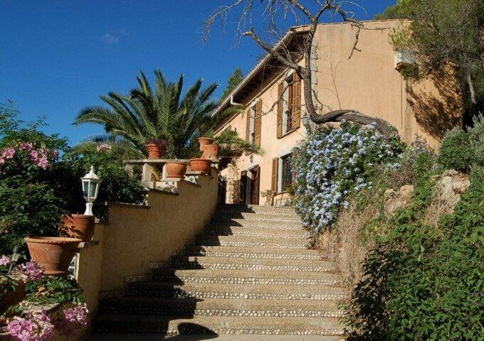 Impressive country house for sale in Santa Eugenia